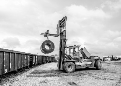 Unloading steel by rail